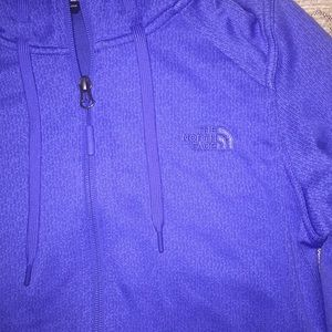 💙 The North Face zip up sweater